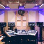Panele akustyczne w sam raz na ścianę